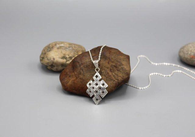 auspicious silver sterling endless knot pendant review